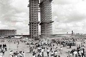 """""""As Construções de Brasília"""" foto de Gautherot"""